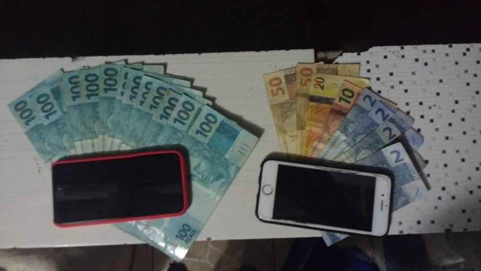 Dinheiro e celulares apreendidos na Operação Welfare — Foto: Divulgação
