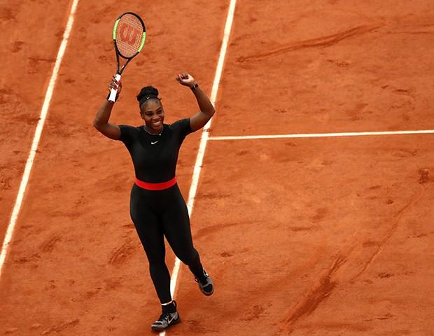 Serena Williams usando o catsuit nas quadras (Foto: Getty Images)
