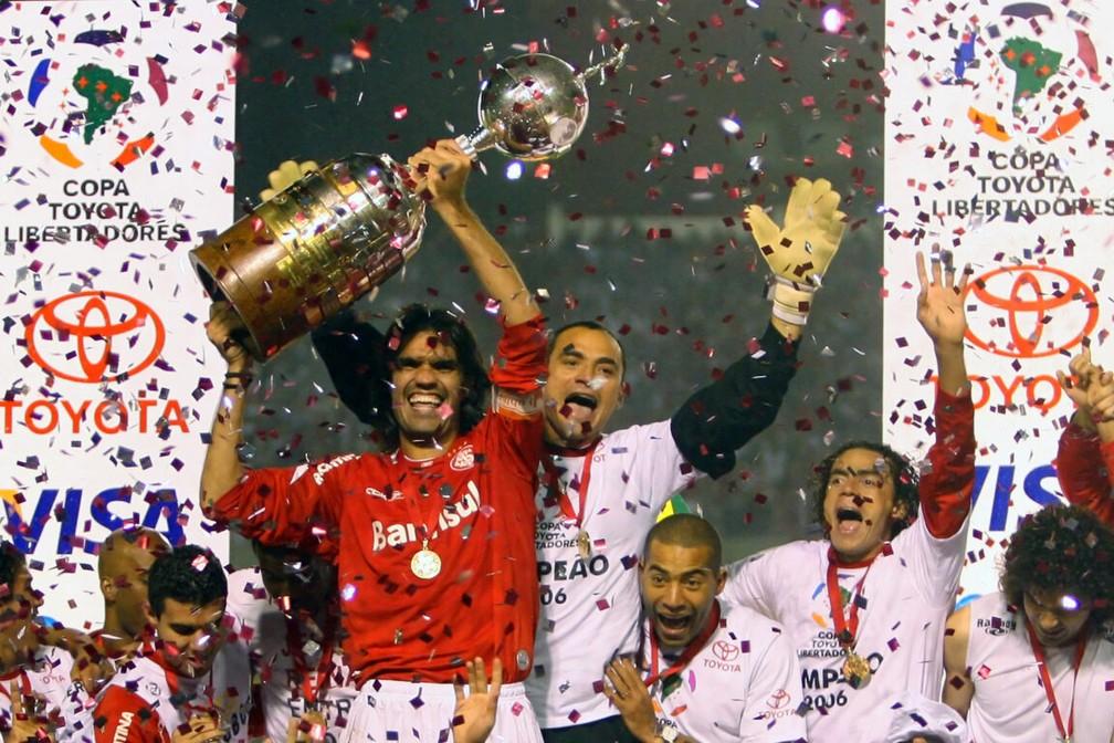 Inter comemora título da Libertadores de 2006 — Foto: Jefferson Bernardes