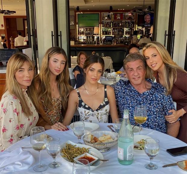 Jennifer Flavin, Scarlet, Sistine, Sylvester e Sophia Stallone (Foto: Reprodução / Instagram)