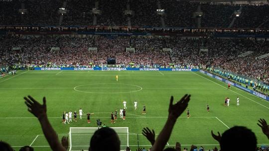 Fifa investiga torcida inglesa por música discriminatória na semi contra  Croácia 9f171e13860