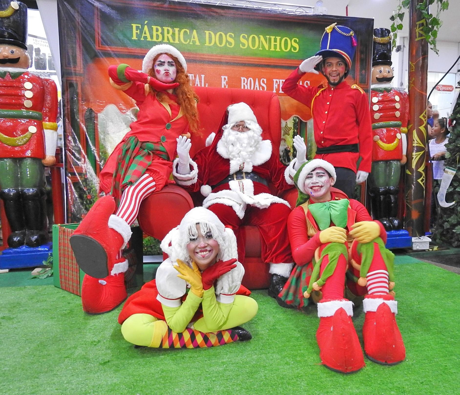 Chegada do Papai Noel marca abertura do 'Mundo Encantado 2017' em Manaus