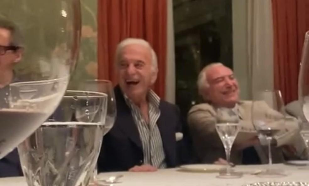 Michel Temer (MDB) ri no jantar na casa do empresário Naji Nahas, em São Paulo, nesta segunda-feira (13) — Foto: Reprodução