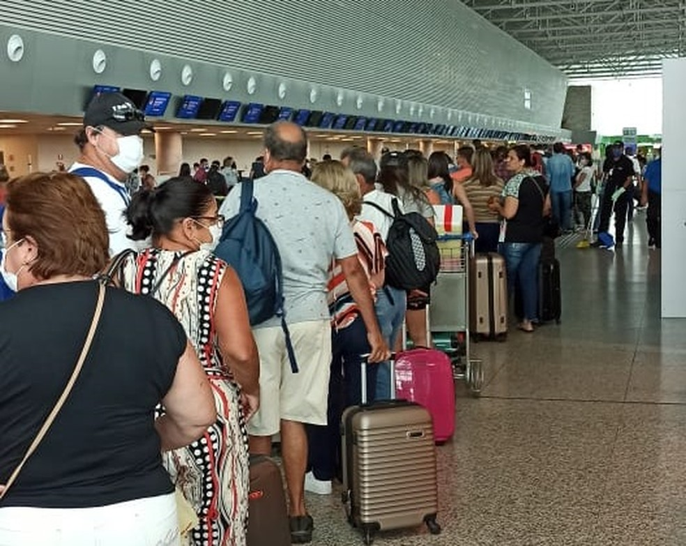 Com voos cancelados, passageiros fazem tumulto no Aeroporto de Natal — Foto: Cedida
