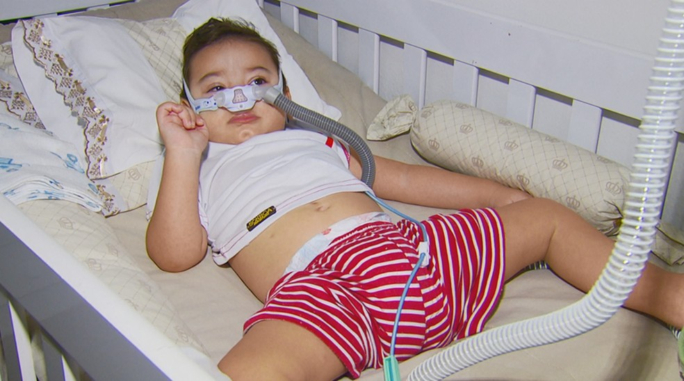 Permissão foi dada para que bebê possa combater as crises de convulsão causadas por doença rara — Foto: Reprodução/EPTV