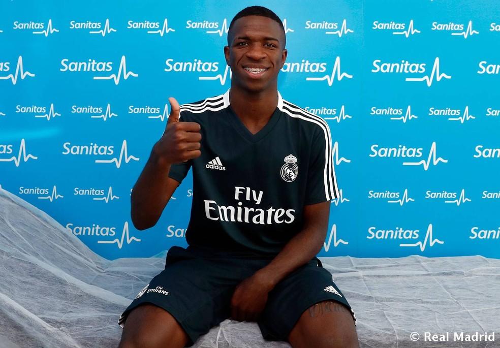 Vinicius Junior usou uniforme de treino do Real para realizar exames  (Foto: Divulgação/Site oficial do Real Madrid)