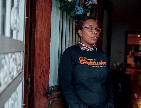 HUMILHAÇÃO  Rachelle Faroul tem emprego e boa pontuação de crédito. Segundo a investigação, a instituição que negou seu pedido fez 90% de seus empréstimos a brancos (Foto: Sarah Blesener Para Reveal From The Center For Investigative Reporting)
