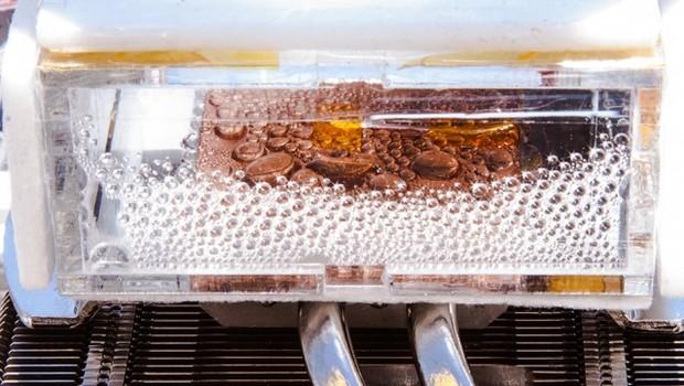 Pesquisadores do MIT criaram um dispositivo capaz de retirar água do ar do deserto (Foto: Divulgação)