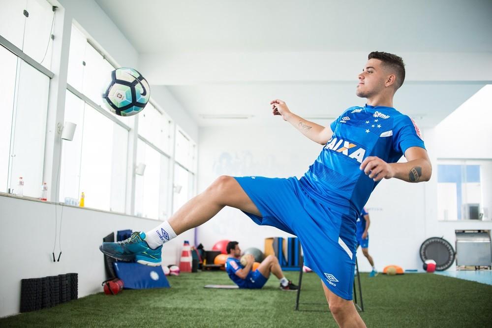 Com contrato rescindido, meia não joga mais pelo Cruzeiro