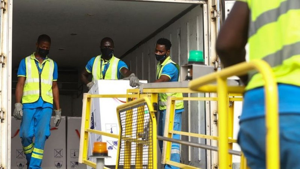 Gana foi o primeiro país a receber uma remessa de vacinas da Covax em fevereiro — Foto: Getty Images/BBC