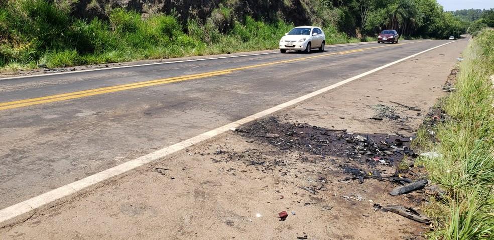 Trecho do acidente onde quatro pessoas morreram, na BR 472, na manhã deste domingo (17) — Foto: Éverson Dornelles/RBS TV