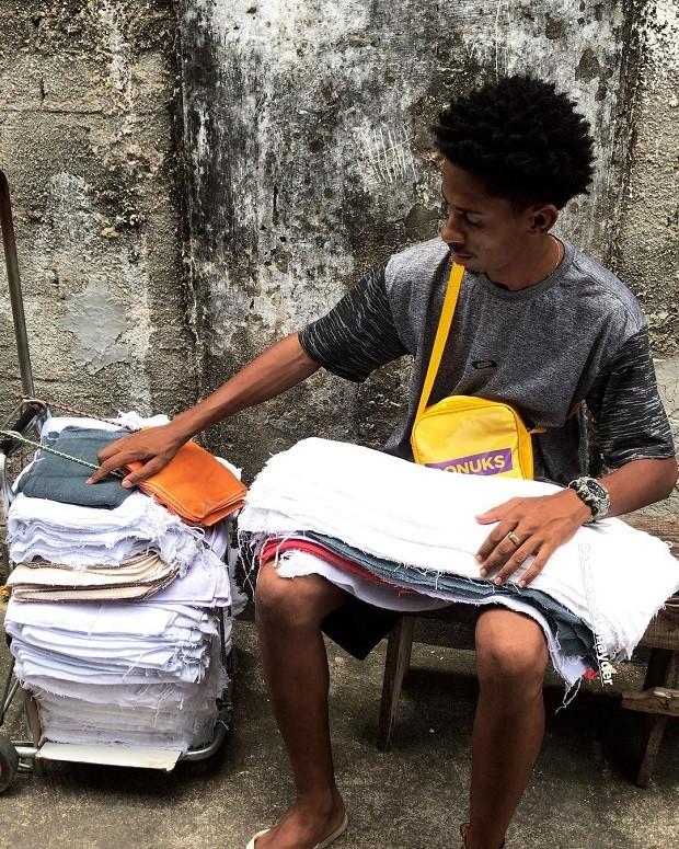 Smith Junior, ambulante que compartilha dia a dia nas redes sociais (Foto: Reprodução/Instagram)