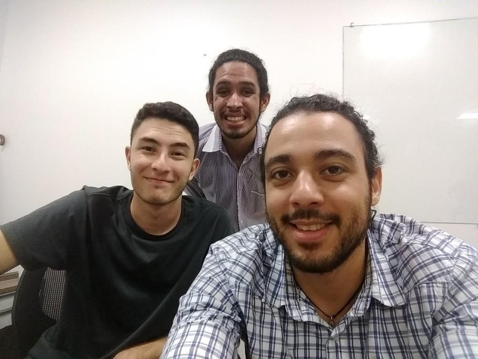 Os estudantes Luís Felipe, Olavo e Marcos integram time que desenvolveu aplicativo para monitorar juízes (Foto: Olavo Santana/Arquivo pessoal)