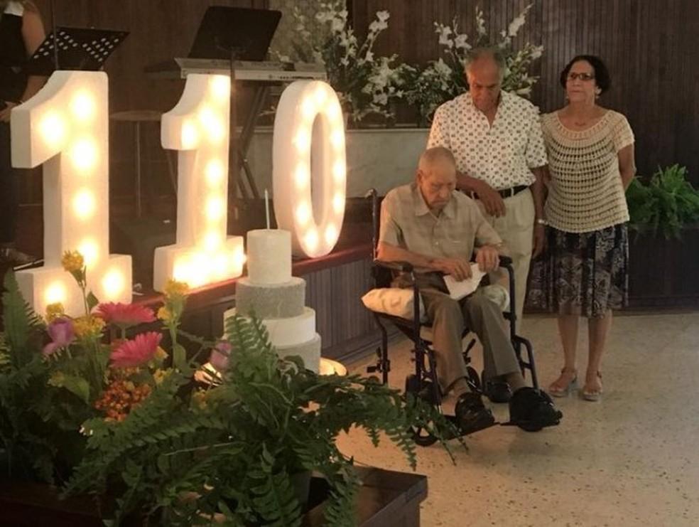 Imagem do aniversário de 110 anos de Emilio Flores Marquez publicada em uma rede social — Foto: Reprodução/Facebook