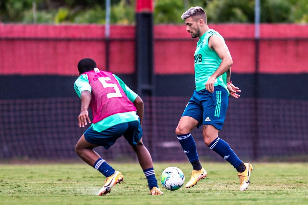 Recuperado de lesão, Arrascaeta faz gol em jogo-treino do Flamengo contra equipe sub-17