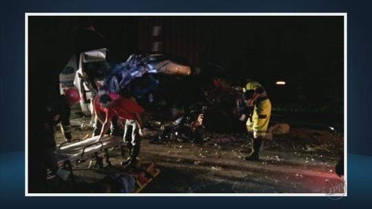 Passageiros de van morrem em acidente na Fernão Dias após saírem de festa