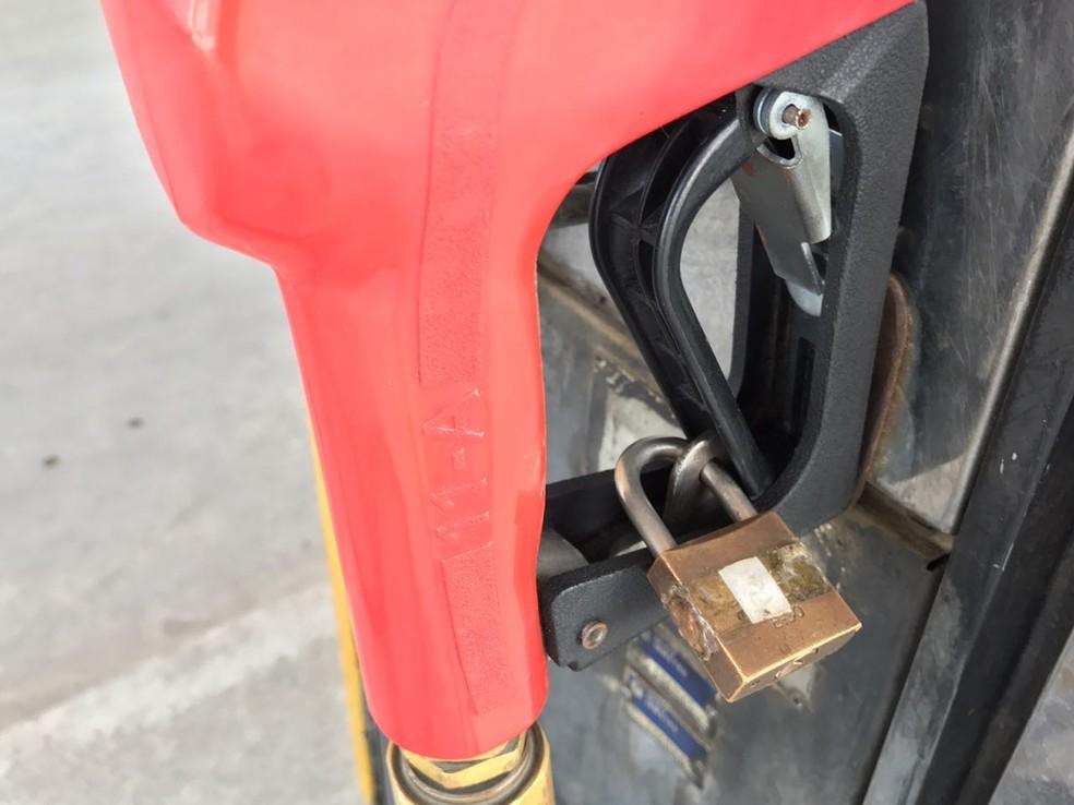 Alguns postos em João Pessoa estão fechados por falta de combustíveis (Foto: Walter Paparazzo/G1)