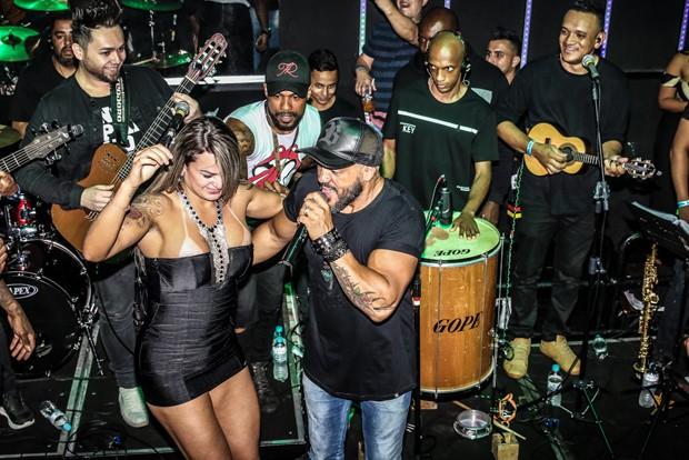 Belo e Aline Uva (Foto: Thiago Martins/AgNews)