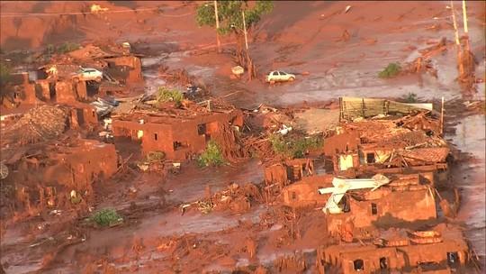 Atingidos pela tragédia da Samarco ainda vivem em casas alugadas e temem beber água do Rio Doce, em MG