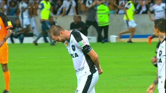 Carli diz que comemoração do gol decisivo do Botafogo foi homenagem ao avô