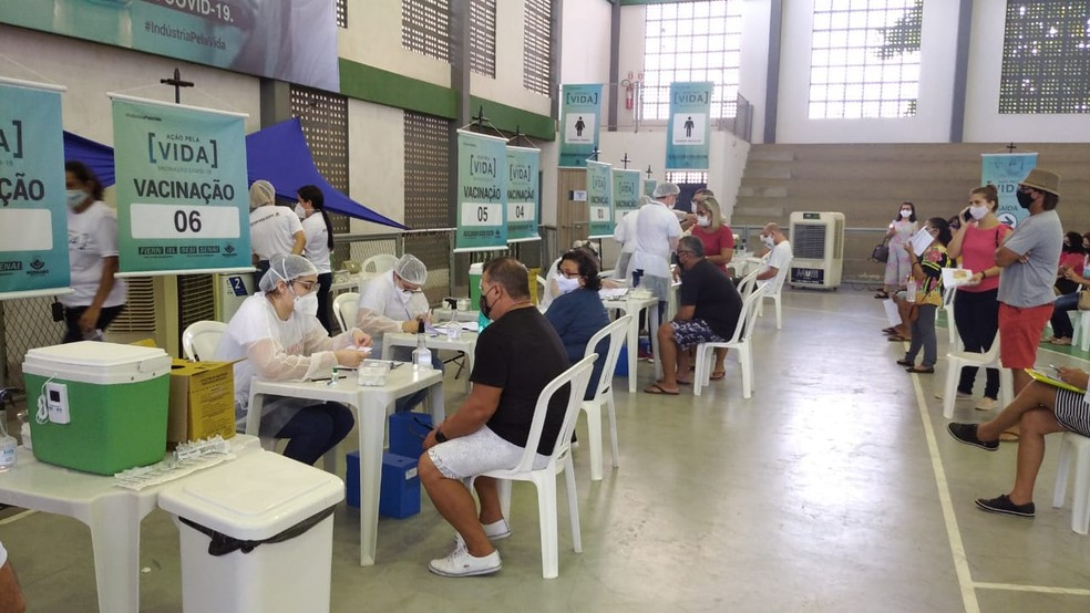 Aplicação da 1ª dose das vacinas acontece no Ginásio do Sesi, em Mossoró — Foto: Hugo Andrade/Inter TV Costa Branca
