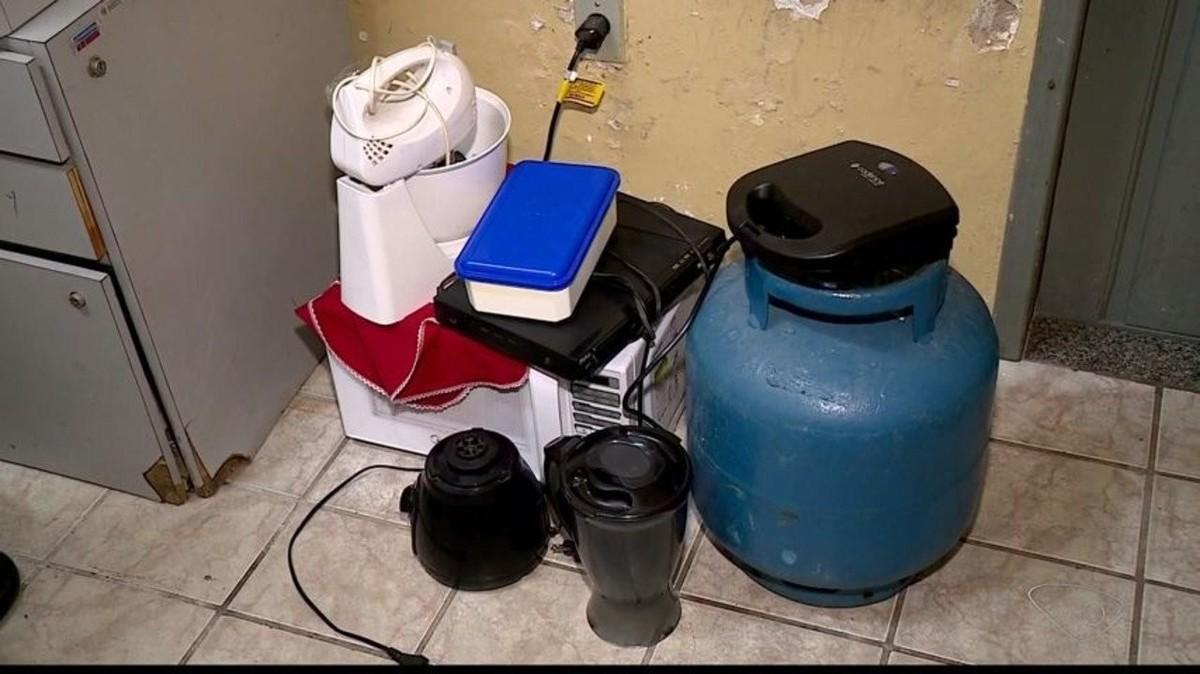 Móveis e eletrodomésticos furtados de casa em Colatina, ES, são encontrados com vizinho da vítima