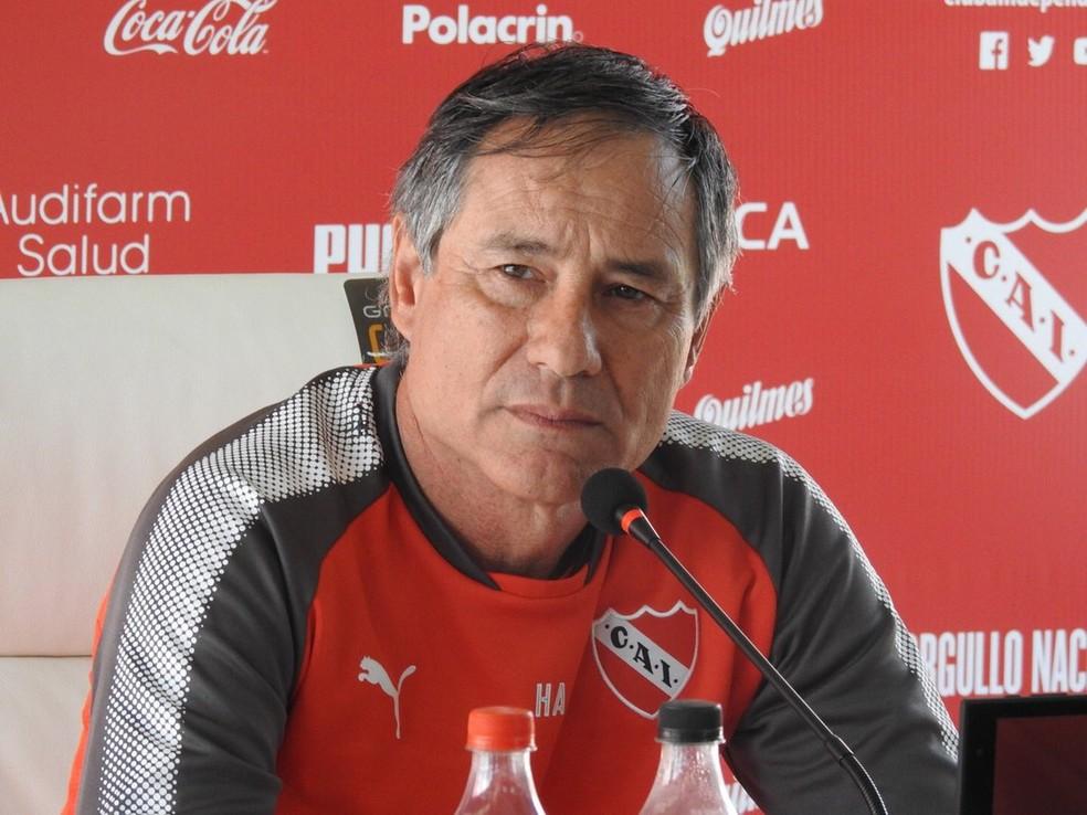 Técnico Ariel Holan teria sido vítima de tentativa de extorsão por parte de torcedores (Foto: Fred Gomes / GloboEsporte.com)