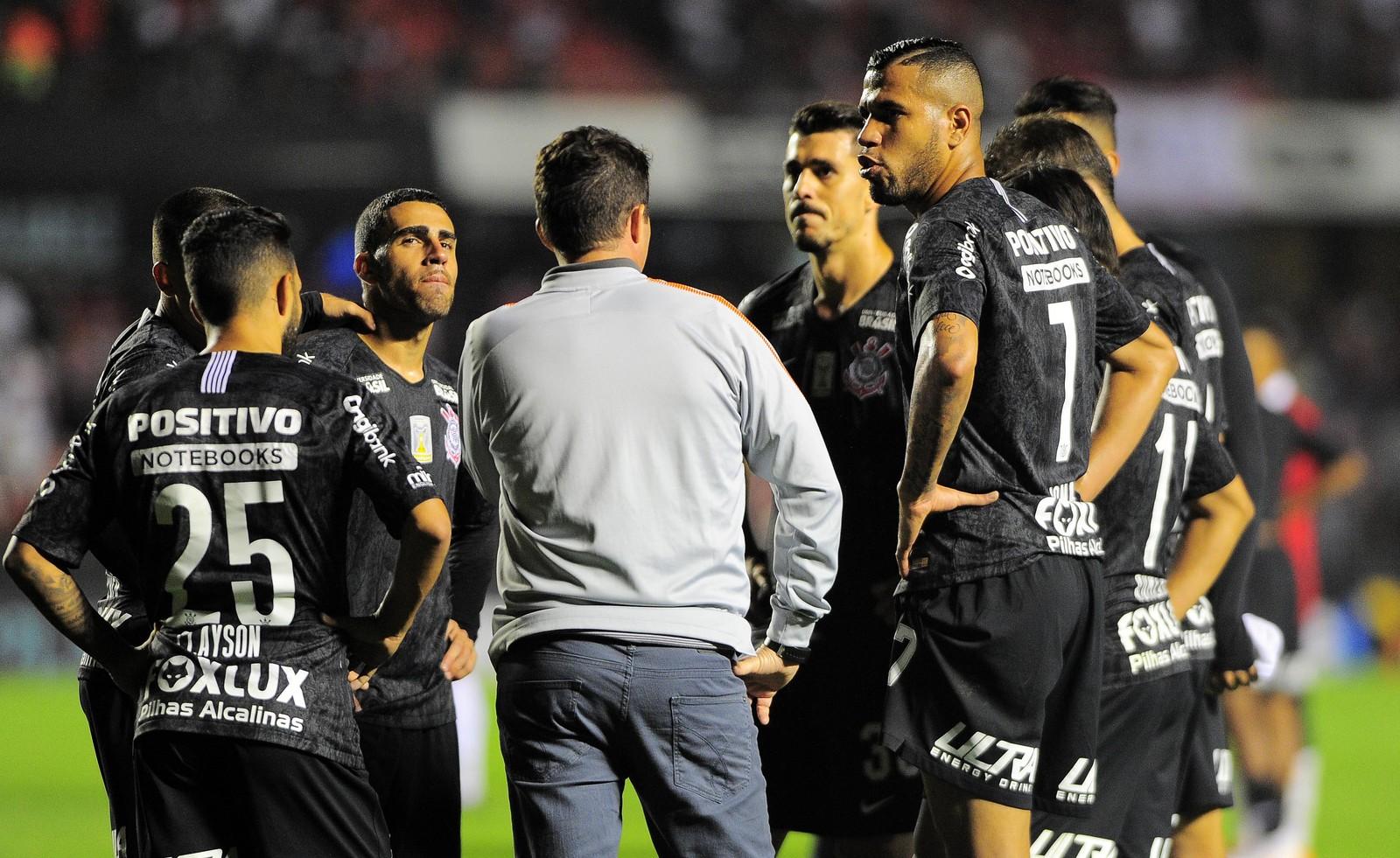 Saída de Rodriguinho é novo baque para um Corinthians sem confiança