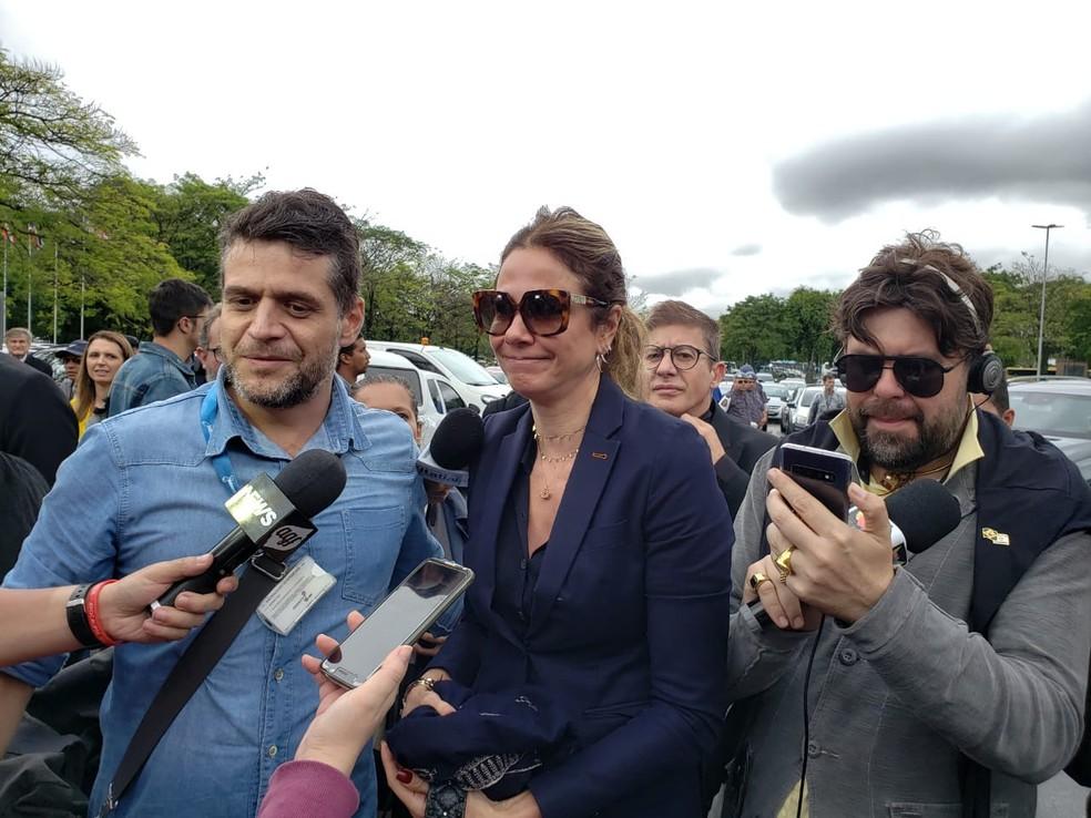 Apresentadora Luciana Gimenez vai a Alesp para velório de Gugu — Foto: Bárbara Muniz Vieira/G1