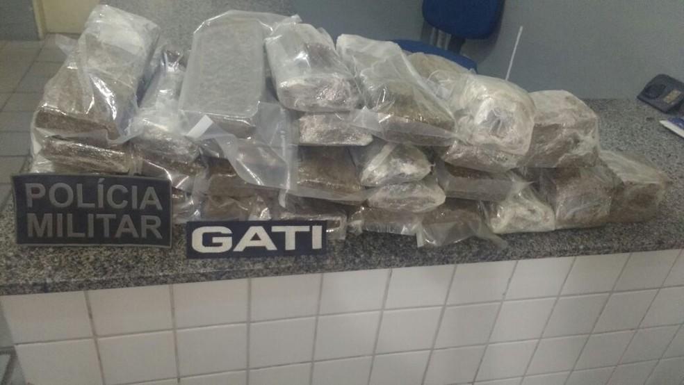 Drogas foram apreendidas em Gravatá (Foto: Polícia Militar / Divulgação)