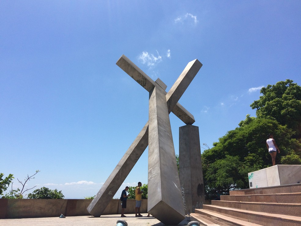 Monumento da Cruz Caída, em Salvador — Foto: Alan Oliveira/G1
