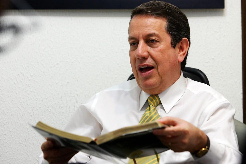 Romildo Ribeiro Soares, conhecido como Missionário R. R. Soares, fundador da Igreja Internacional da Graça de Deus, durante entrevista. — Foto: Jonne Roriz/Estadão Conteúdo