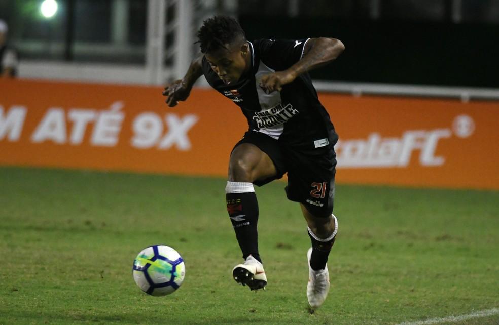 Paulo Vitor jogou 13 vezes neste ano, todos vindo do banco (Foto: Alexandre Durão/GloboEsporte.com)