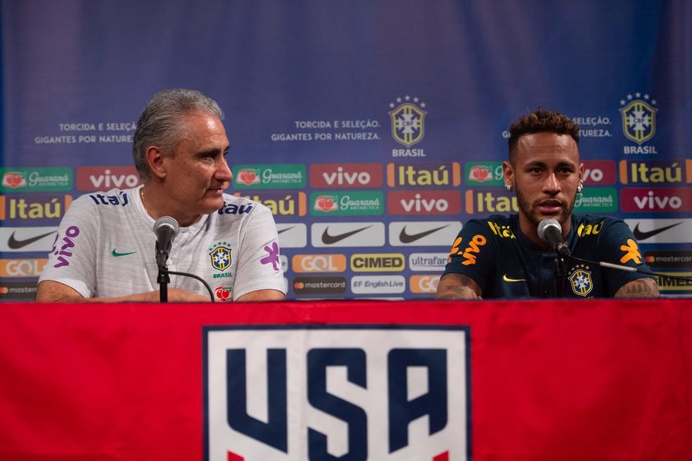 Tite e Neymar na coletiva na coletiva da seleção brasileira (Foto: Pedro Martins / MoWA Press)