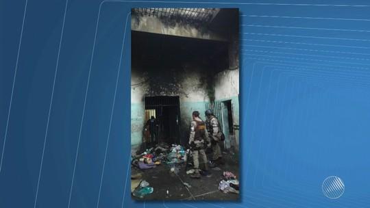 Presos da delegacia de Campo Formoso incendeiam colchões em rebelião por melhor alimentação