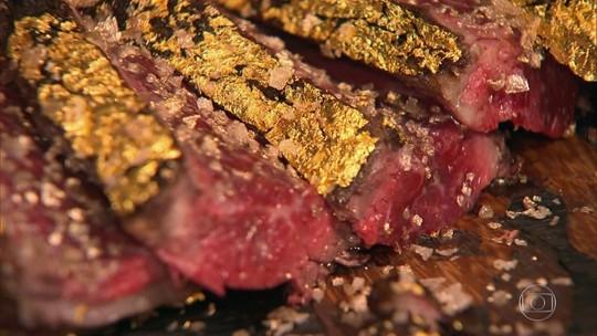 Chef querido dos famosos cria prato com 'bife de ouro' que custa US$ 1 mil