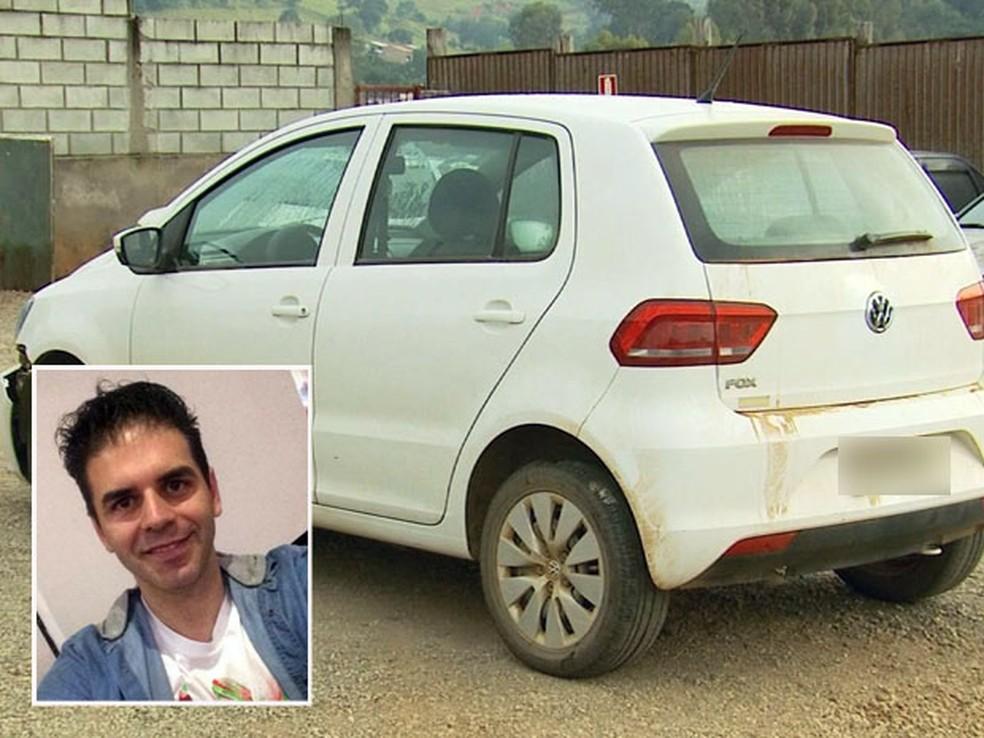 Carro foi encontrado abandonado em Pouso Alegre com manchas de sangue — Foto: Reprodução EPTV