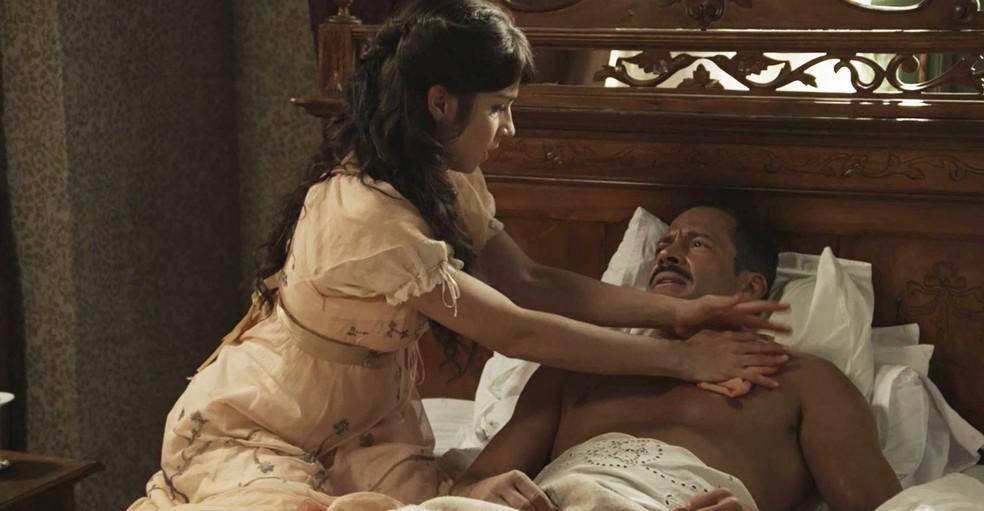 Ela faz os primeiros atendimentos, mas ainda precisam de um especialista (Foto: TV Globo)