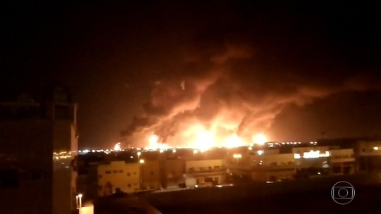 Arábia Saudita corta produção de petróleo após ataques de drones, dizem sites