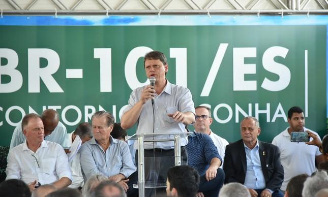 Tarcísio Freitas inaugura trecho de rodovia