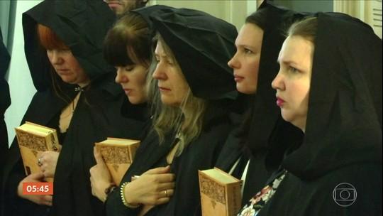 Bruxas e videntes fazem rituais para transmitir energia mística à Putin