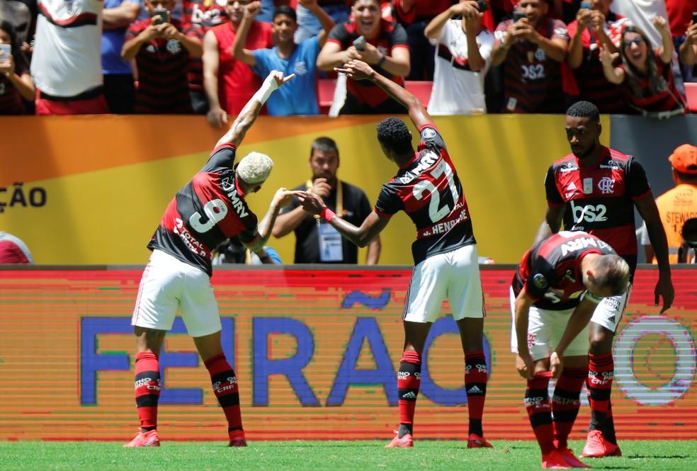 """A """"fusão"""" de Gabriel e Bruno Henrique — Foto: REUTERS/Adriano Machado"""