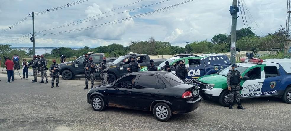Agentes da Força Nacional em barreiras pelas ruas de Manaus — Foto: Paulo Paixão/Rede Amazônica