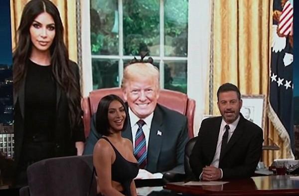 A socialite Kim Kardashian durante sua participação no programa do apresentador Jimmy Kimmel (Foto: Reprodução)