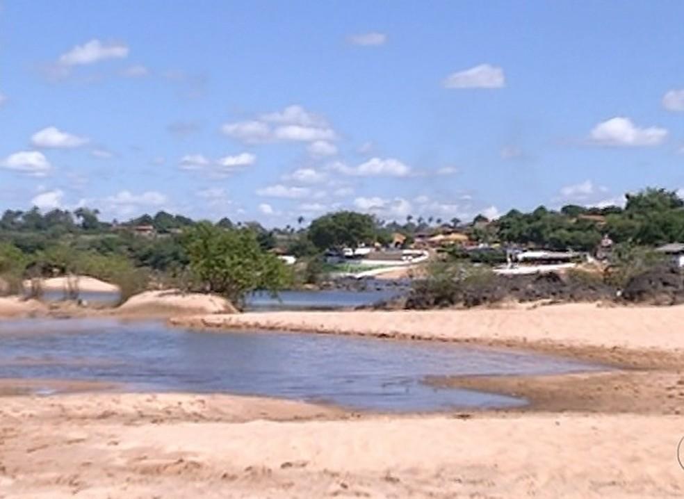Jovens estavam na praia da Santa em Tocantinópolis — Foto: Reprodução/TV Anhanguera