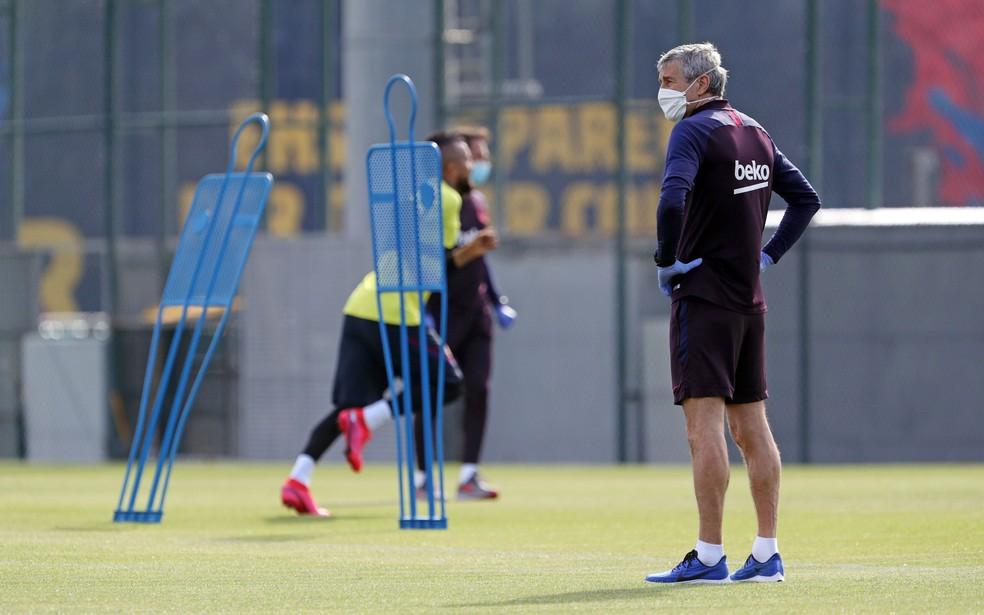 Primeiros treinamentos do Barcelona foram obedecendo a distância e com máscaras — Foto: Miguel Ruiz / FC Barcelona