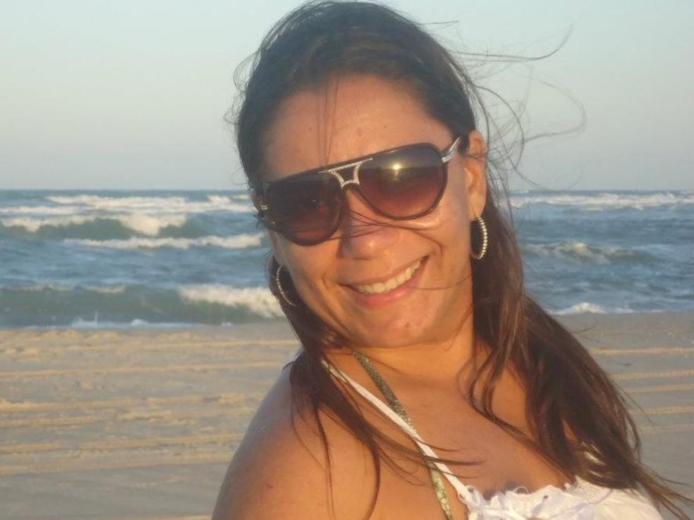 -  Giselle Torres Araújo foi atingida nas costas enquanto trafegava pela Avenida Oliveira Paiva, em Fortaleza.  Foto: Reprodução/Facebook