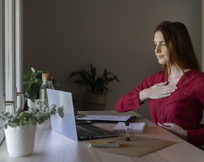 Inspira, respira, não pira! A importância da respiração na produtividade em home office