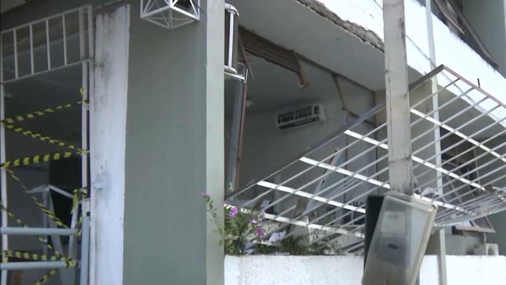 Banco em Alagoa Grande ficou destruído após ataque nesta sexta-feira (5) (Foto: Reprodução/TV Cabo Branco)