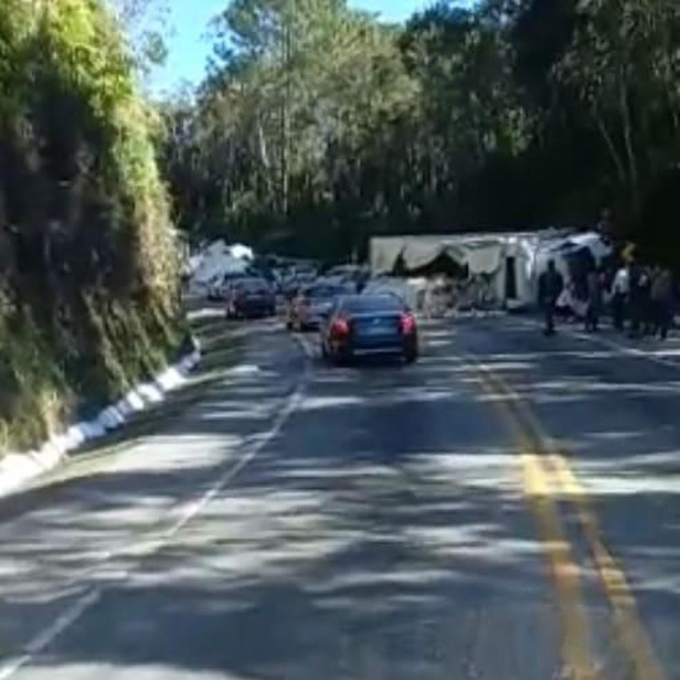 Acidente nesta sexta-feira (23), na Grande Florianópolis — Foto: PRF/Divulgação